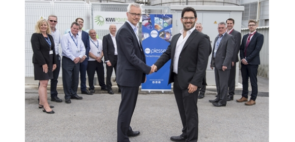 Iain Silvester, Chief Financial Officer at Plessey (left), shaking hands with Yoav Zingher, CEO of KiWi Power (right)