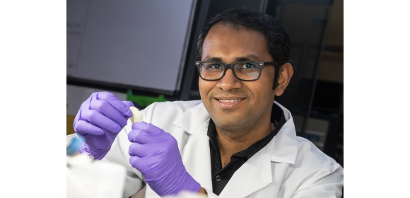 Rice research scientist, M.M. Rahman holds a flexible dielectric made of a polymer nanofiber layer & boron nitride. It stands up to high temperatures & could be ideal for flexible electronics, energy storage & electric devices where heat is a factor.